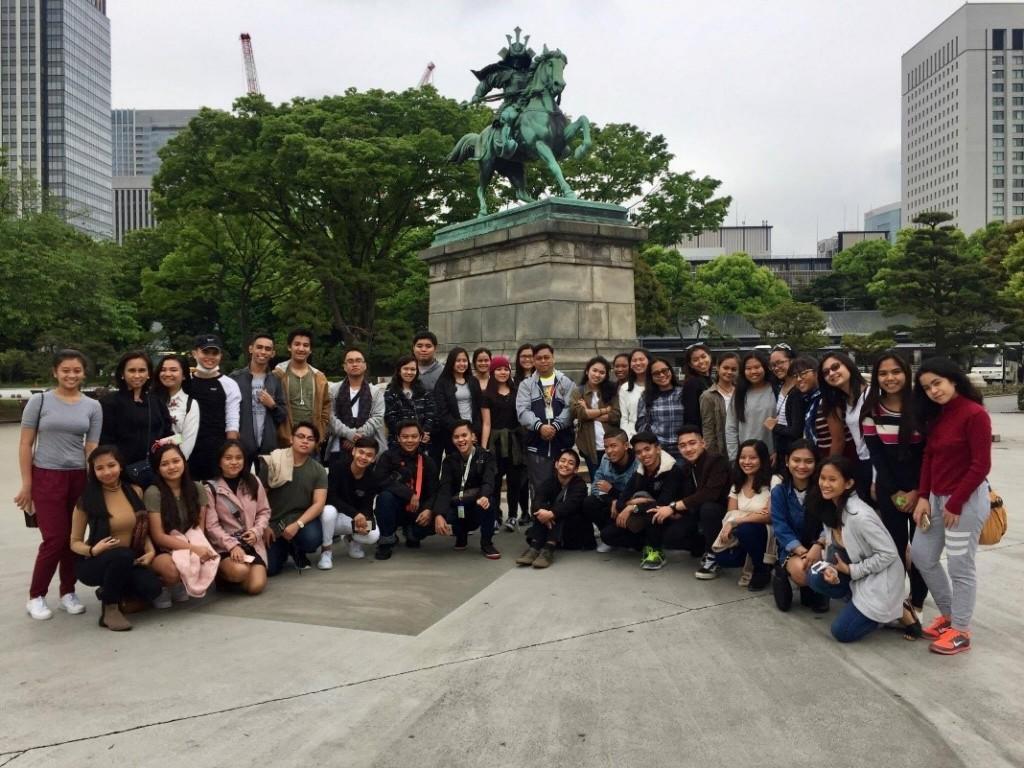 USJ-R Junior and Senior High School Students with Rev. Fr. Emilio Jaruda, Jr., OAR (USJ-R Junior High School Principle) and Dr. Marivic Diwa (Senior High School Department Coordinator) during their first tour in Samurai Statue.