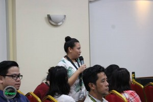 An AB International Studies student asks a question about the scholarship offered by the New Zealand scholarship.