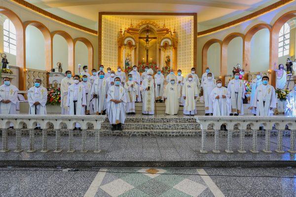 02g recoletos de cebu at 400 bishop and concelebrating priests